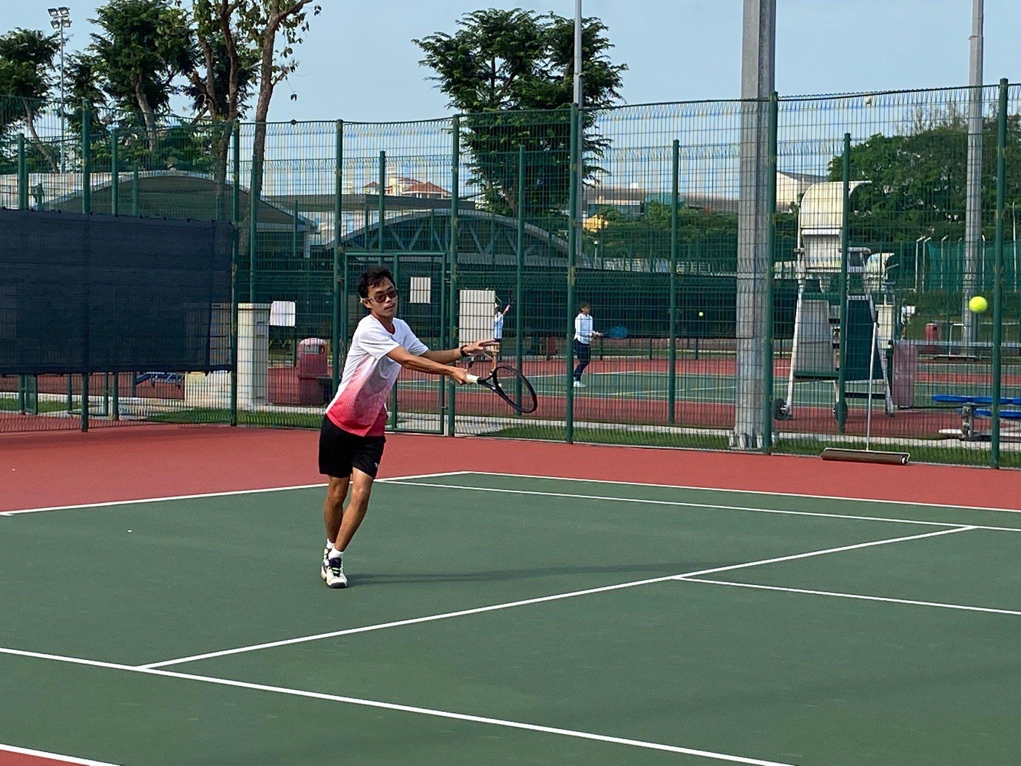 NSG B Div boys tennis - Victoria Schools Reyes Ho in action