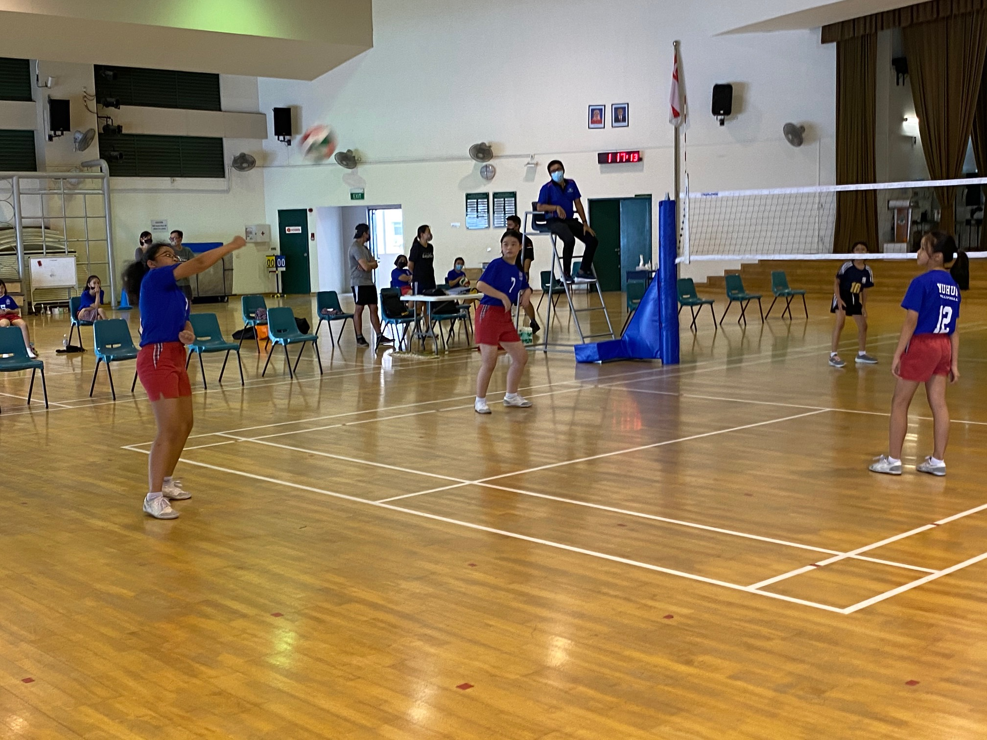 Yuhua Primary (blue) vs Xinmin Primary (black) at the National School Games Senior Division girls volleyball preliminary stage (3)