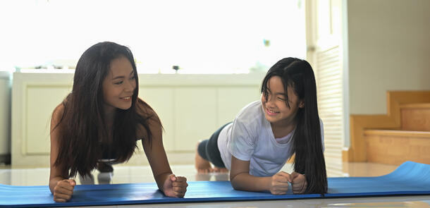 asian-mother-and-daughter-are-doing-planking-exerc-DKKZHN7
