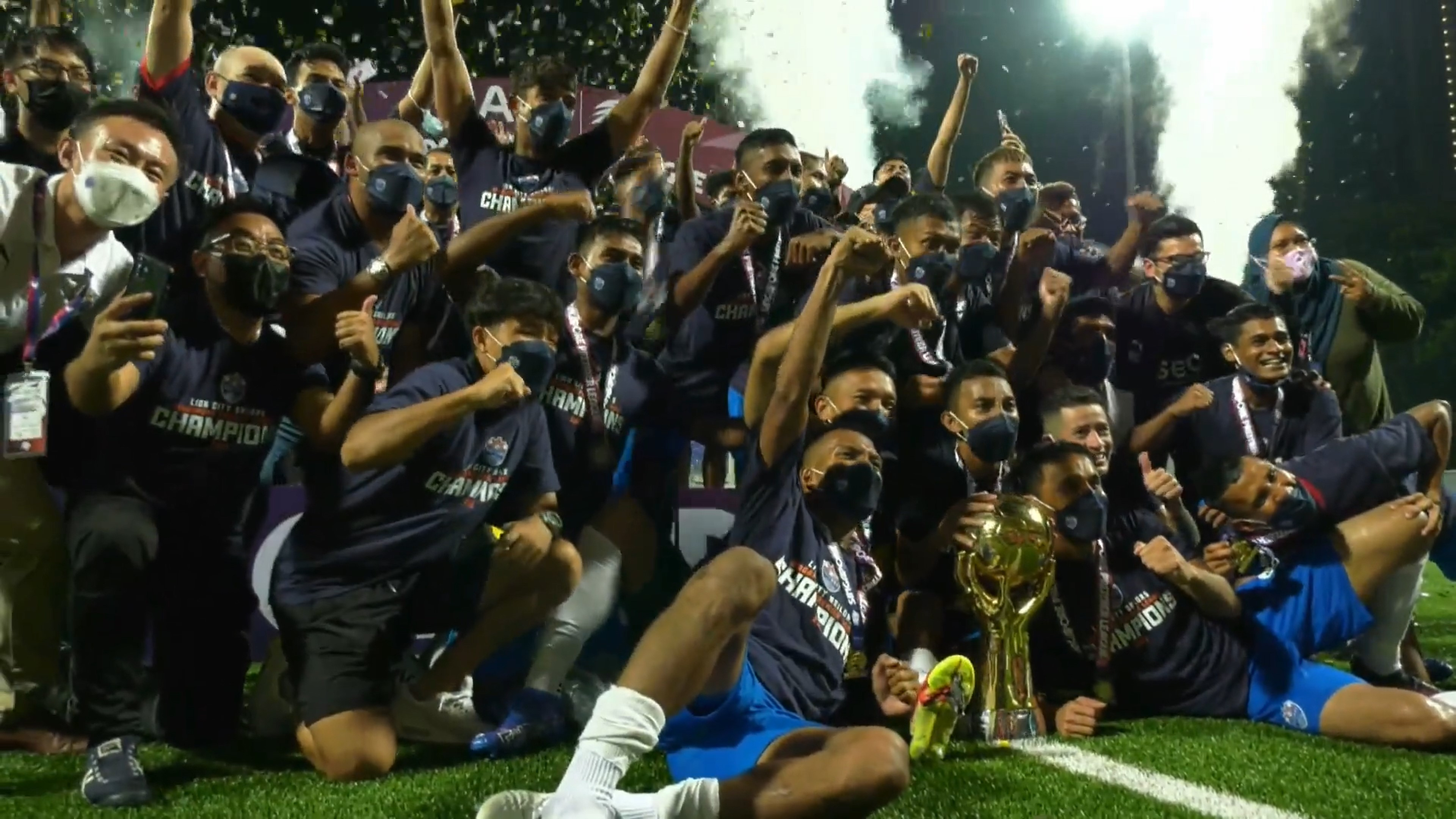 SPL : Resilient Lion City Sailors thrash Balestier Tigers 4-1 to win their 1st league trophy!