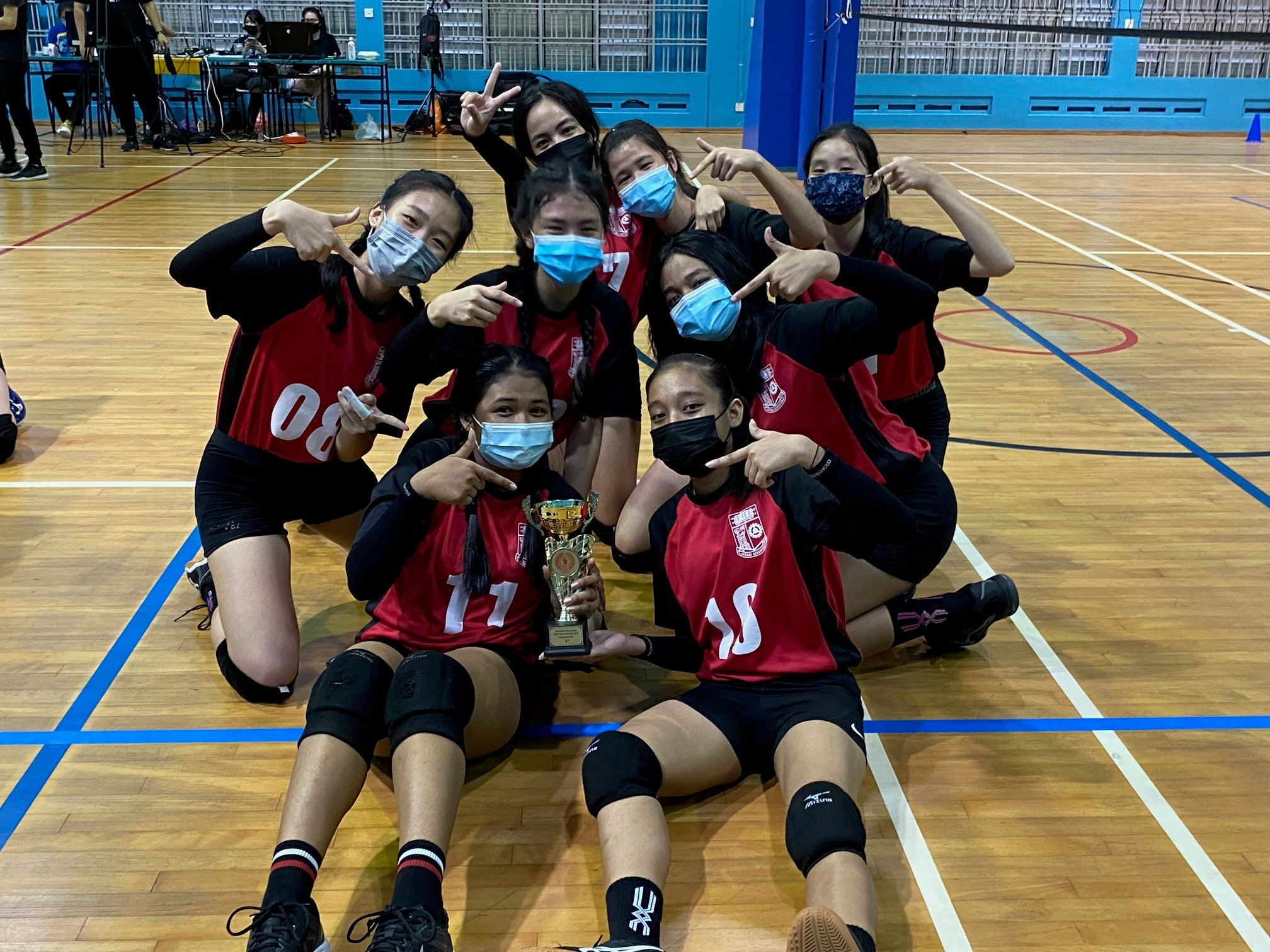 """NSG South Zone B Div Girls' 3 v 3 Volleyball: """"Battle of the Queens"""" saw Queenstown edge Queensway in thrilling final!"""